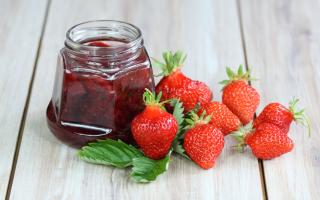 Как сделать варенье из клубники с целыми ягодами